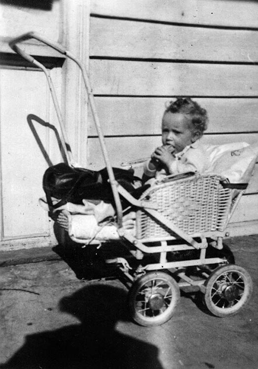 Kodak Box Brownie. Pram.