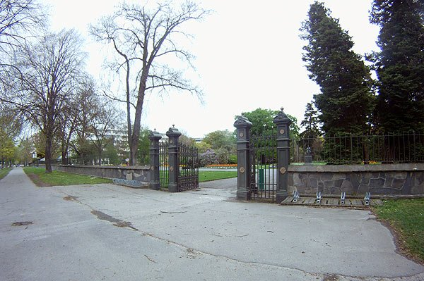 Wide angle shot of the entrance to the Christchurch Botanic gardens taken with the GoPro.