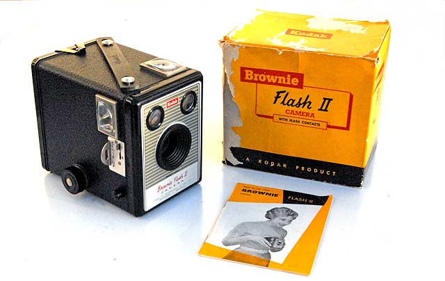 I was lucky enough to get this Kodak Box Brownie Flash II in excellent, almost unused condition, complete with box and instruction manual.